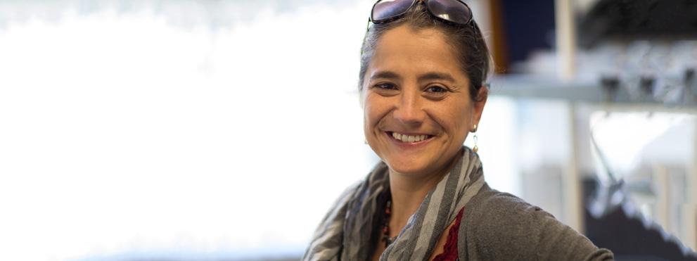 Alessandra Sacco, Ph.D., headshot in lab